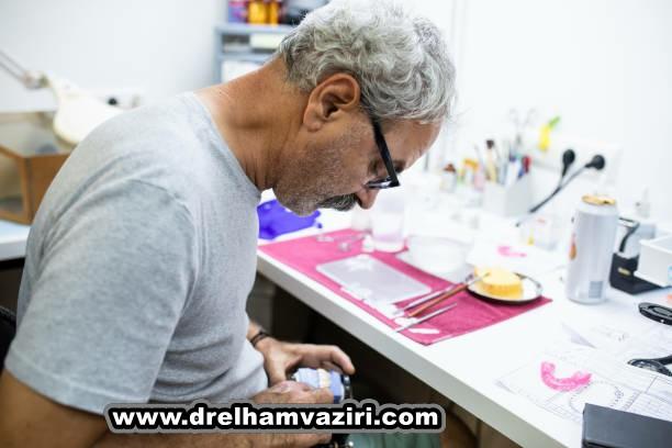 جوانب مثبت و منفی ایمپلنت دندان در کلینیک دکتر الهام وزیری